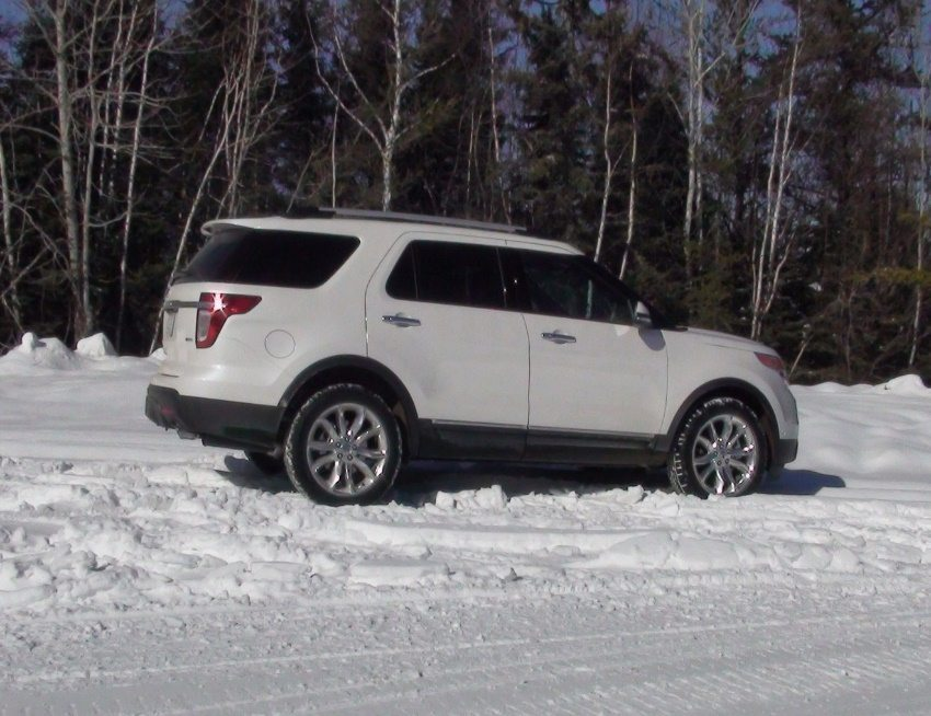 tire truck service for SUV in snow